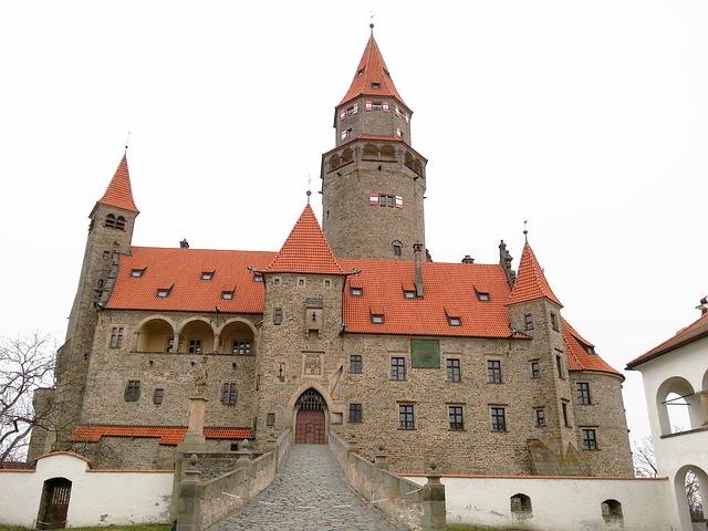 hrad bouzov venkovní pohled